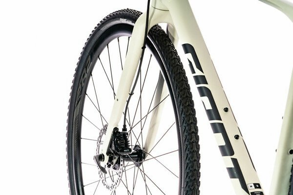 Giant Revolt 0 Gravel Bike (2020) - Roe Valley Cycles