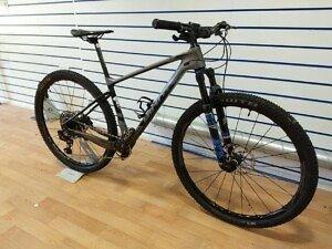 Giant XTC Advanced 2 29er Custom Built Mountain Bike - 2019 - Roe Valley Cycles